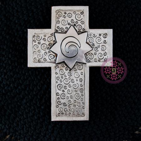 cruz repujado aluminio